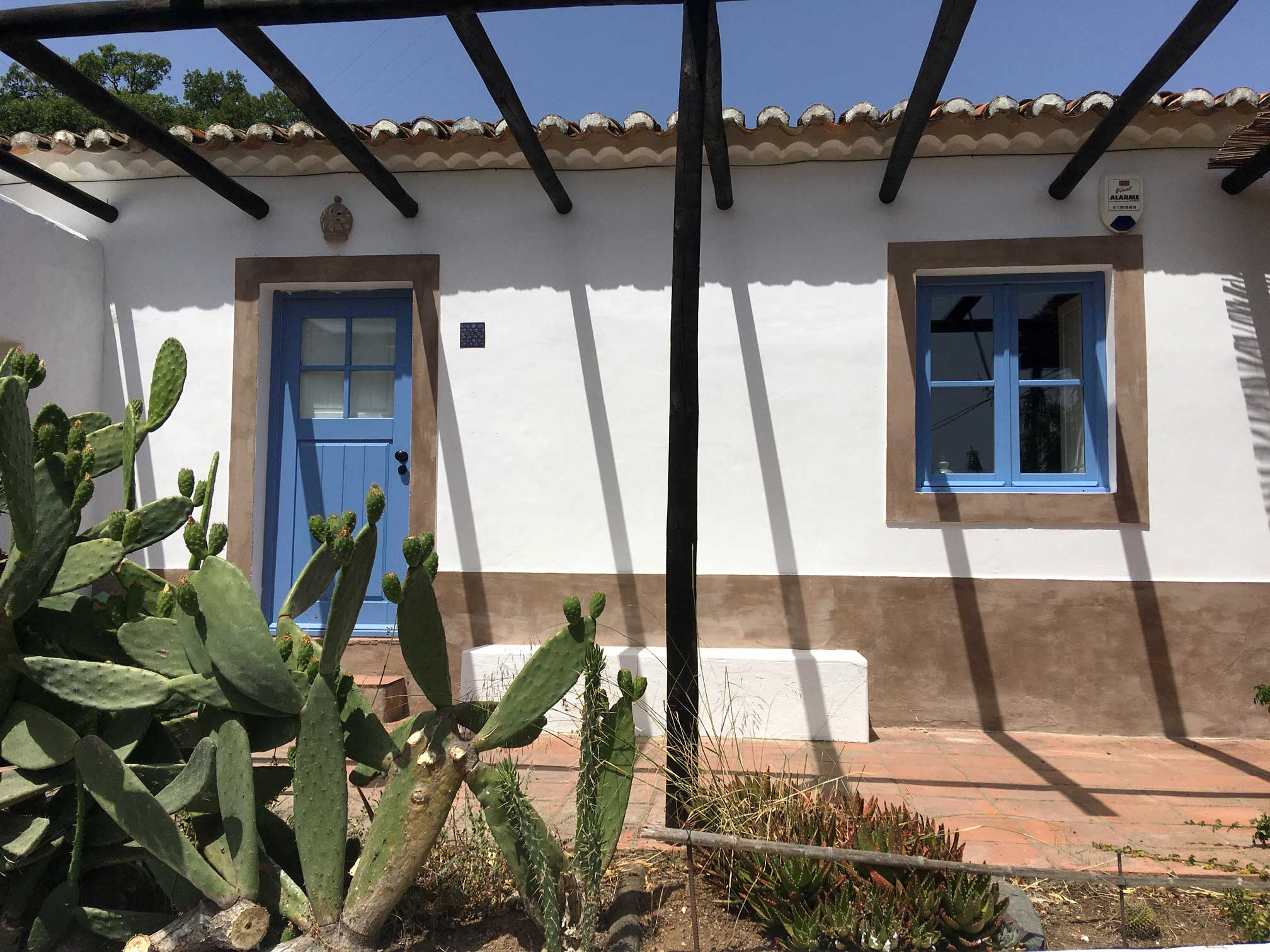 Casa Alcaria is a eco tourism located in a beautiful valley in the backlands of Odeceixe. We are a small farm with animals, vegetables, fruit trees and wine.  We have individual apartments for people to stay in our land and enjoy the south-west coast of Portugal.